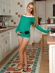 Cutie Avril Hall Heats Up the Kitchen - 12/18/2012